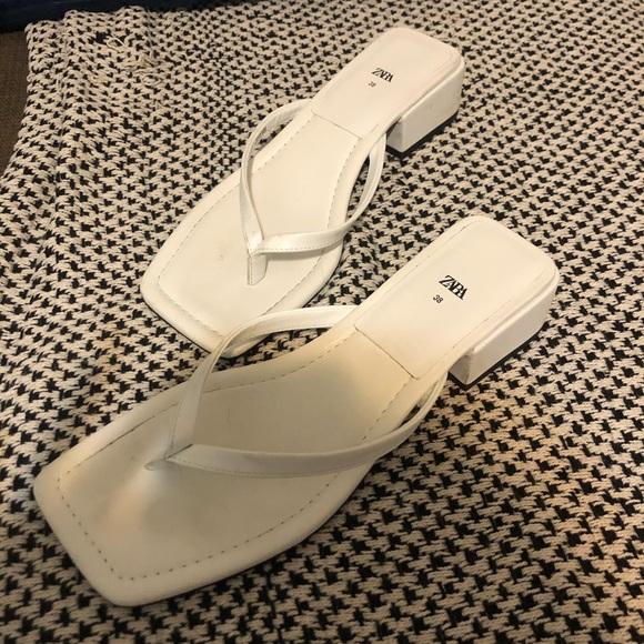 White zara low block heel flip flop sandals 38 7.5